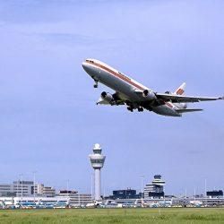 Decollage-avion-depuis-aeroport