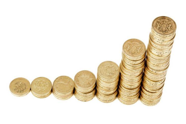 Piles-pieces-monnaie-livres-anglaises