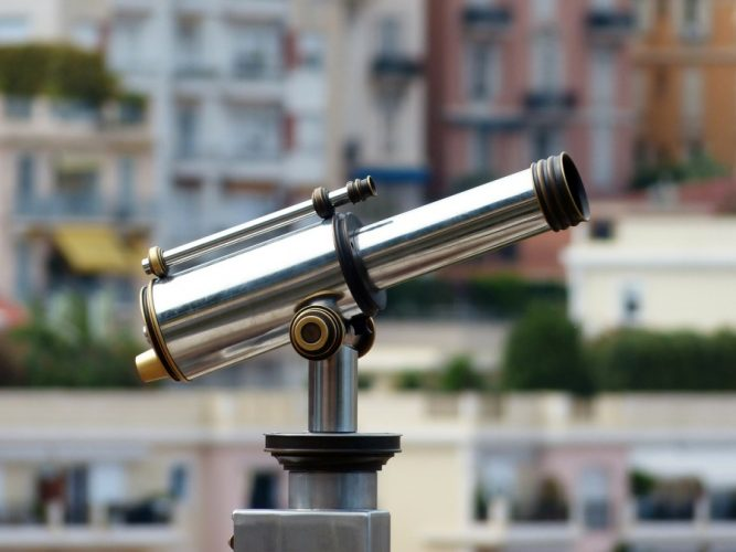 Telescope-observation-maisons-paysage-urbain